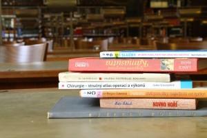 Knihy účinkující ve videospotu
