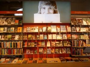 Významnou část fondu knihovny na nádraží v Haarlemu, která vychází vstříc především cestujícím čtenářům, tvoří mimo jiné grafické novely