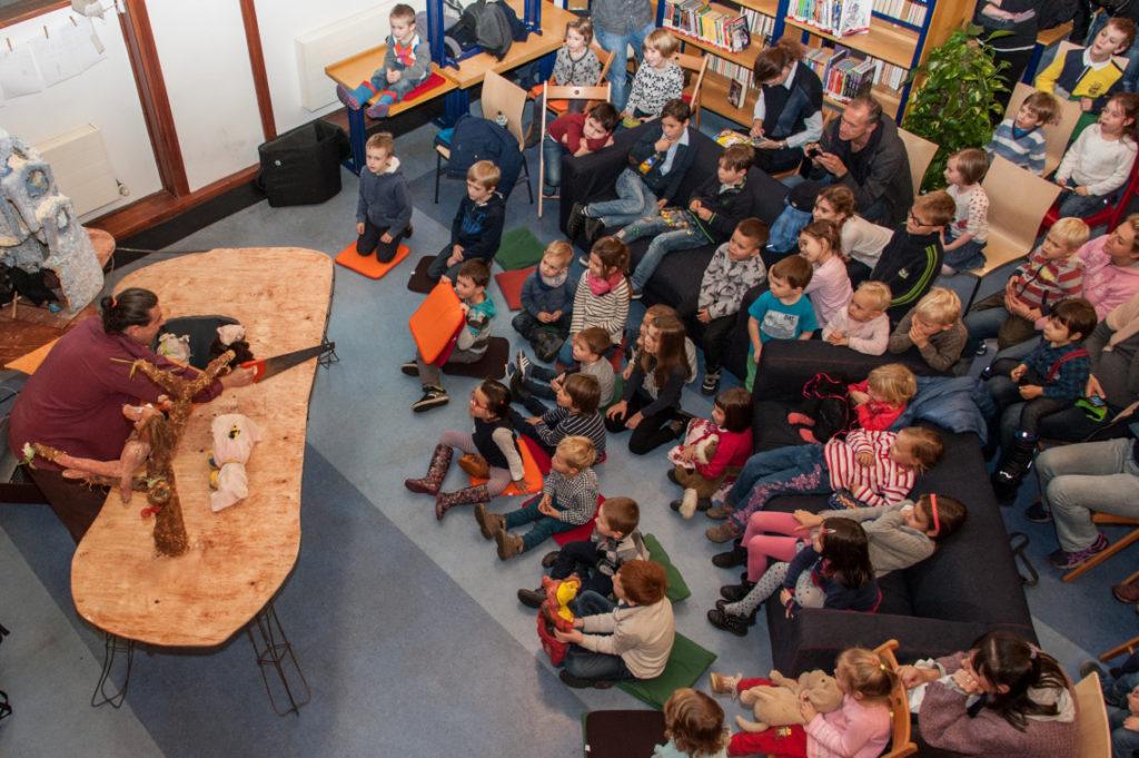 Knihovny jako otevřená vzdělávání, kulturní a kreativní centra, Divadelní noc 2016